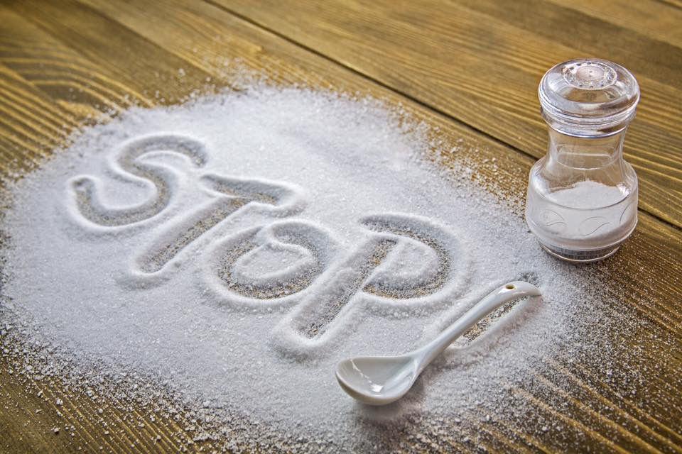 6 Pertanda Jika Kamu Terlalu Banyak Mengkonsumsi Garam